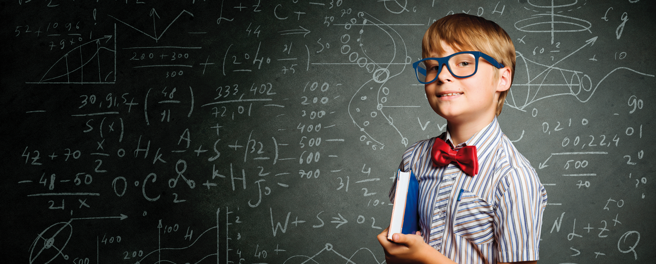 Van inzicht naar impact - wijs jongetje met bril en boek