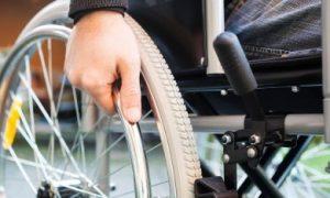 close up van een persoon in een rolstoel