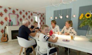 gezinsleven aan de eettafel
